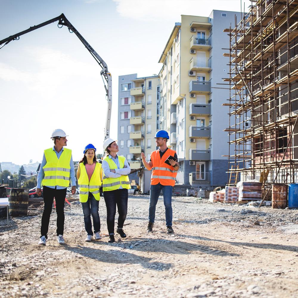 En byggepladsvagt sikrer byggepladsen